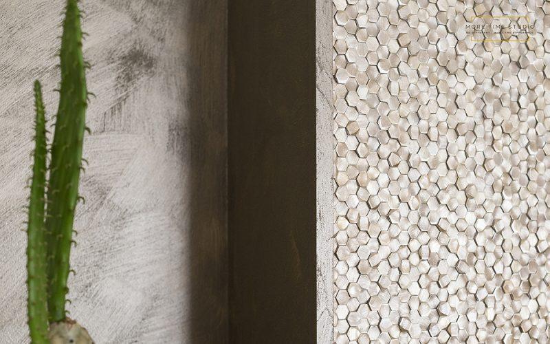 moretimestudio fotografia interni dettaglio cactus su parete di mosaico