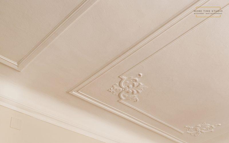 moretimestudio fotografia interni dettaglio decoro soffitto d'epoca