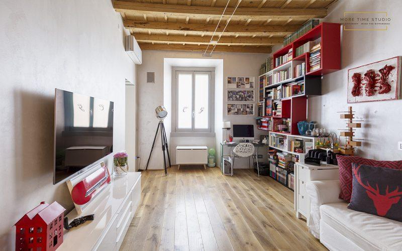moretimestudio fotografia interni soggiorno con travi a vista in legno